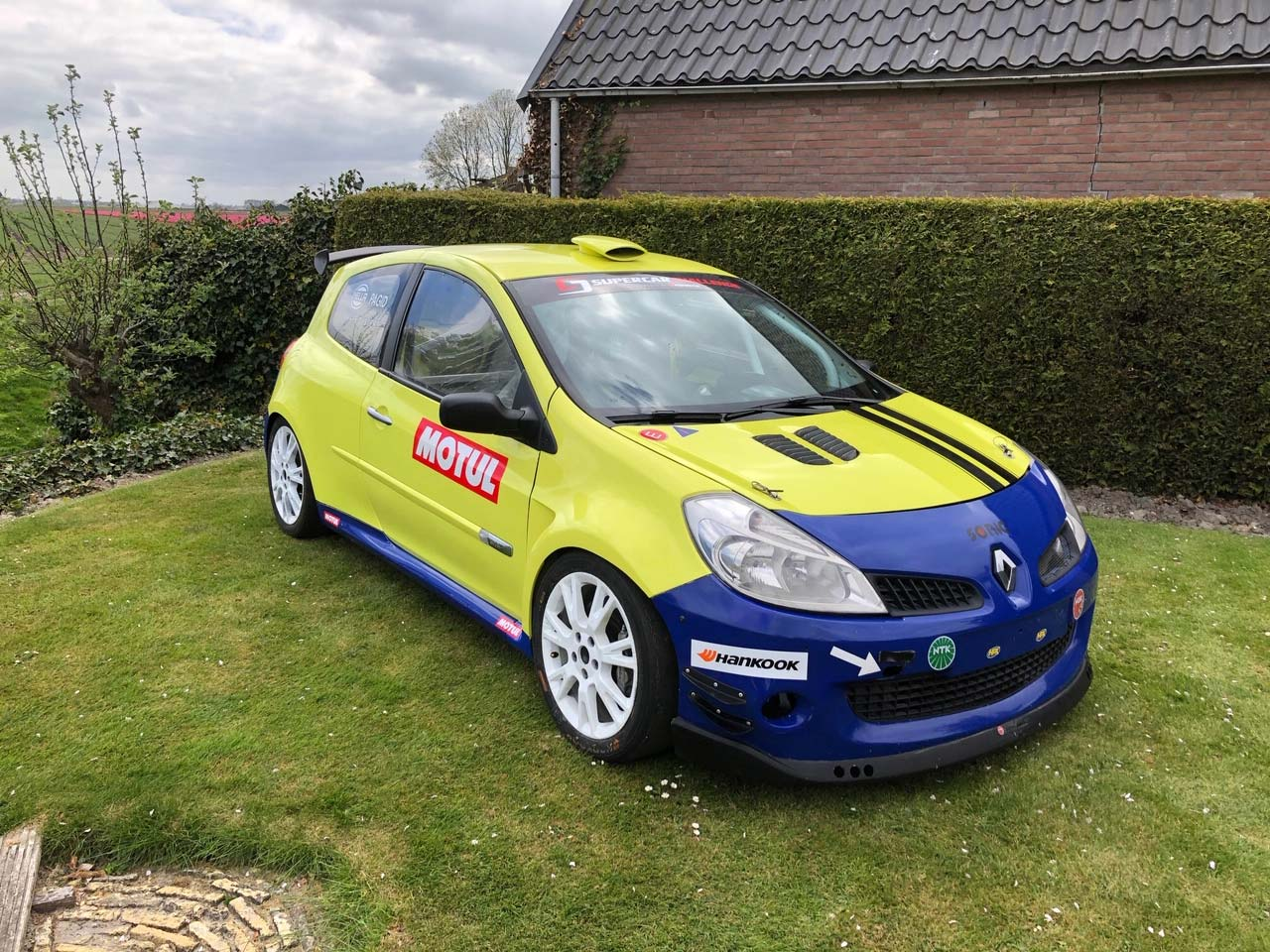Clio-racing-for-sale_1280x960_05